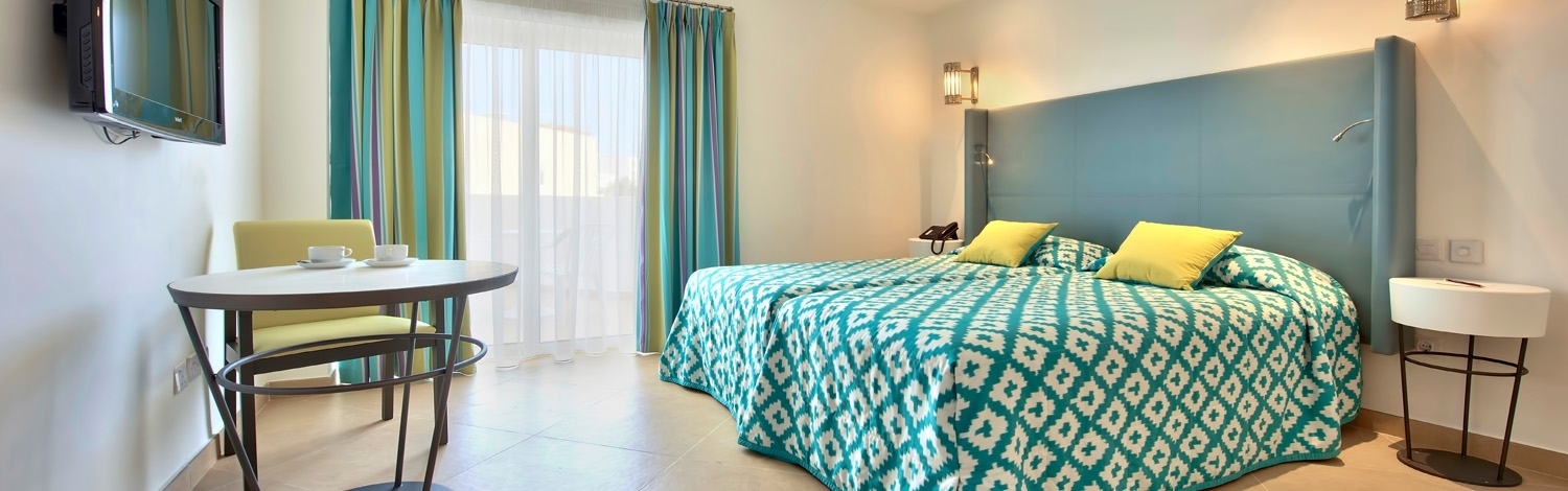Find comfort & brightness in our Guest Rooms
